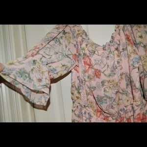 Forever 21 Dresses - NEW WITH TAGS FOREVER 21 FLORAL DRESS